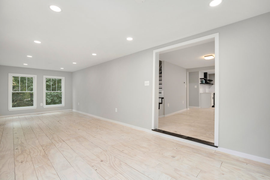 Living room to kitchen entrance